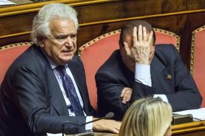 """Denis Verdini se ne va, Berlusconi: """"Meglio soli che mal accompagnati"""""""