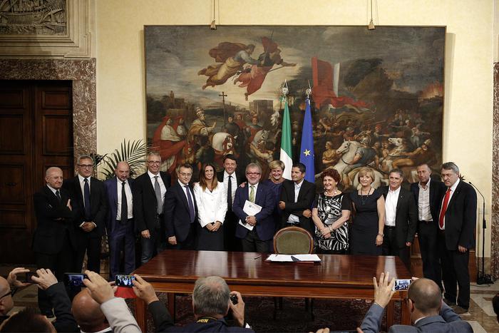 Whirlpool, firmato dal governo accordo su piano industriale gruppo