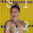 Mtv Awards: Miley Cyrus, nude look esagerato11