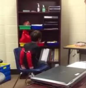 """VIDEO YouTube - Usa, bambino ammanettato da polizia. """"Così impari a stare fermo"""""""