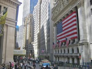 Wall Street chiude contrastata. Ora si guarda a Jackson Hole