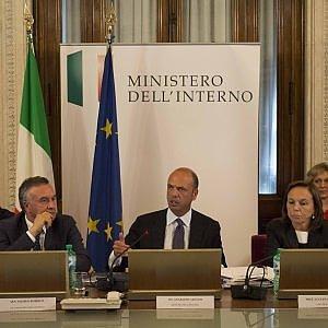 """Alfano """"Italia posto sicuro"""". Dubbi sulle statistiche estive"""