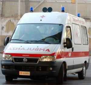 Roma, donna travolta e uccisa da un furgone in centro