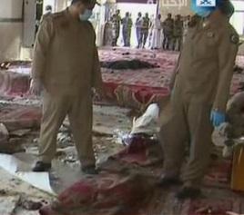 VIDEO - Arabia Saudita, attacco suicida in moschea, 13 morti