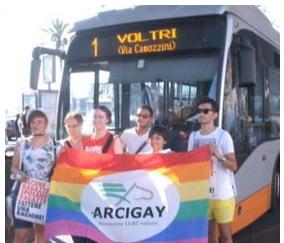 Genova, picchiato sul bus perché ritenuto gay: aggressori potrebbero essere stranieri