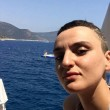 Arisa criticata su Facebook per i capelli, sbotta coi fan