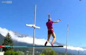 VIDEO YouTube - Kira Grunberg, salto con l'asta fuori dal materasso: atleta paralizzata
