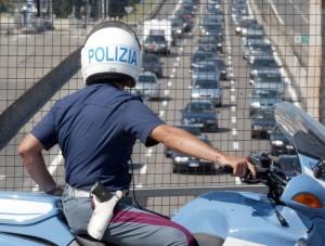 Auto si ribalta su A14, un morto e coda a Bologna