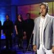 La Spezia, Andrea Bocelli canta a sorpresa per sposi ignari
