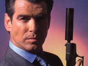 Pierce Brosnan fermato in aeroporto con un coltello, pensava di essere ancora 007?