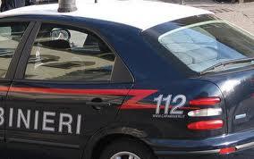 Arezzo, coppia picchiata e rapinata in villa
