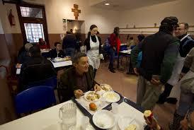 Una mensa della Caritas (foto Ansa)