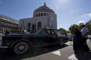 VIDEO YouTube - Casamonica funerali: cavalli, Rolls Royce...