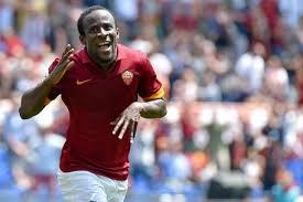 Seydou Doumbia con la maglia della Roma (foto Ansa)