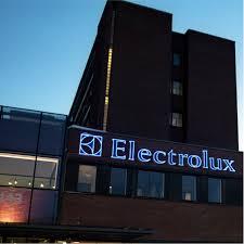 Electrolux Susegana, aperta a Ferragosto ma solo 30 operai