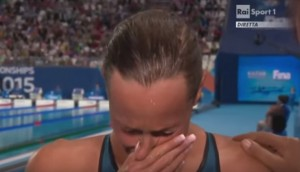Le lacrime di Federica Pellegrini durante l'intervista