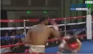 Video YouTube: pugile simula ko, colpi a vuoto lui cade
