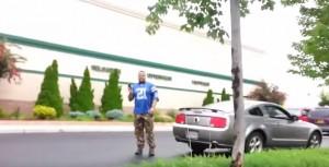Bryce Williams ripreso mentre litiga in strada