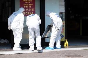 Brescia, spari in pizzeria: assassini ripresi da telecamere