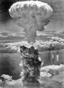 Hiroshima, un minuto di silenzio: 70 anni fa la bomba atomica