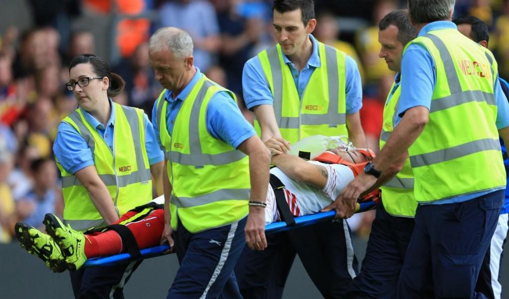 Ciro Immobile, uscita dal campo in barella durante Siviglia-Watford