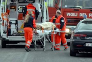 Villapiana: scontro ambulanza-tir su statale 106: 2 morti, 1 ferito grave