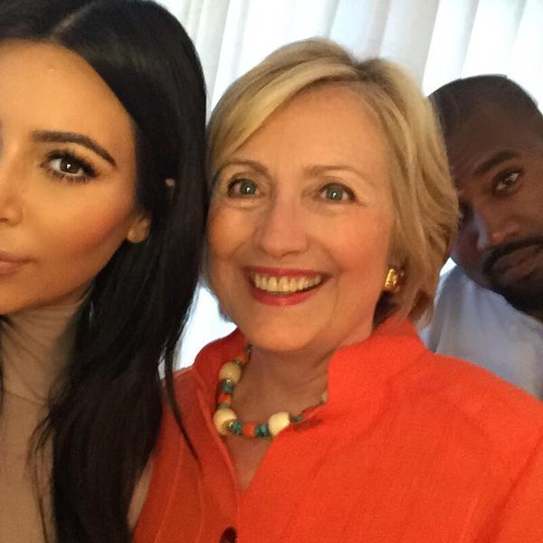 Kim Kardashian-Hillary Clinton: selfie su Twitter. E Kanye West...FOTO