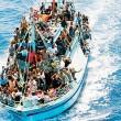 Lampedusa, 40 migranti morti: soffocati chiusi nella stiva