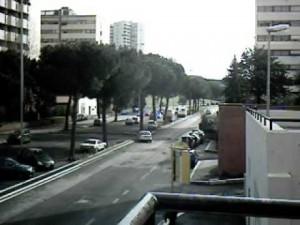 """Roma Laurentino, esplode appartamento per fuga gas. Vicini: """"Sembrava una bomba"""""""
