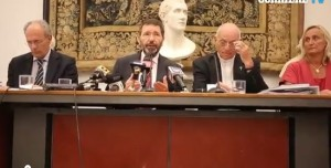 """Ignazio Marino, lapsus in conferenza: chiama l'assessore Pucci """"Buzzi"""""""
