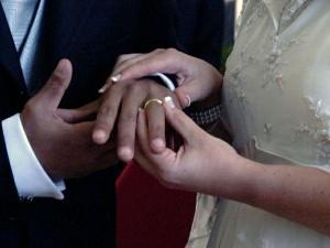 Migranti si comprano sposi italiani nelle mense dei poveri