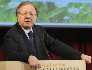 Il senatore di Fi Altero Matteoli, durante il convegno 'Primavera italiana - Centrodestra, riprendiamoci il futuro', all'Auditorium Antonianum di Roma, 21 marzo 2015. ANSA/ GIORGIO ONORATI