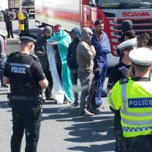 Gb, tir italiano con migranti: arrestato il conducente