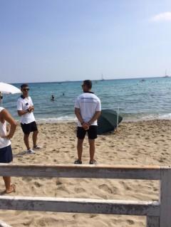 VIDEO YouTube - Mondello: cadavere in spiaggia, bagnanti al sole. 3 ore di convivenza