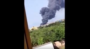 Napoli, bruciano 300 auto: la colonna di fumo
