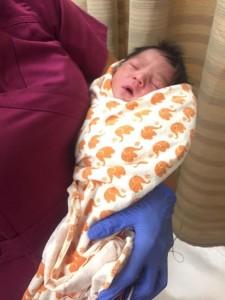 VIDEO YouTube, Los Angeles: neonato abbandonato in strada salvato da passante