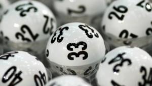 Direttrice di banca giocava al Lotto i soldi di una vecchia