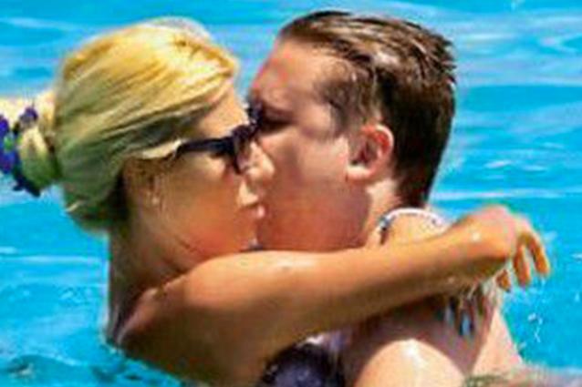 Stefano Bonolis e Paola Caruso, baci a Formentera per la nuova coppia