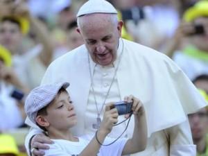 """Papa Francesco: """"Divorziati non sono e non vanno trattati da scomunicati"""""""