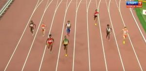 VIDEO YouTube: invade corsia atletica e vince la gara