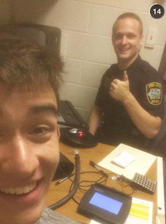 Gilbert Phelps e la foto col poliziotto