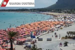 San Vito Lo Capo: 2100 ombrelloni, 4200 lettini tutti abusivi. Sequestro e rivolta