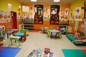 Reggio Emilia, calci e minacce a bimbi di 4 anni: maestra esclusa da tutti gli asili