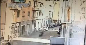VIDEO. Le folli corse in scooter tra ragazzini a Sestri