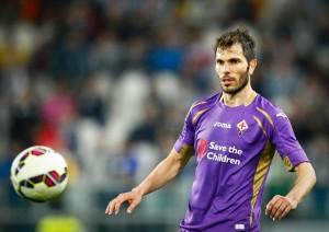 Il 1º agosto 2014 la Fiorentina ne ufficializza l'acquisto a titolo definitivo dal Monterrey[4] pagando la clausola rescissioria di circa 2,5 milioni di euro,[5][6] con il giocatore che sigla un contratto triennale.[7] Esordisce in maglia viola il 18 settembre nella partita di Europa League Fiorentina-Guingamp (3-0).[8] Segna il suo primo gol in Serie A l'11 gennaio 2015 in Fiorentina-Palermo (4-3). Il 19 febbraio 2015, segna il suo primo gol in Europa League con la maglia viola nella partita Tottenham-Fiorentina terminata 1-1[9]