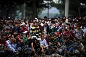 Macedonia, granate assordanti  e gas contro 2mila migranti