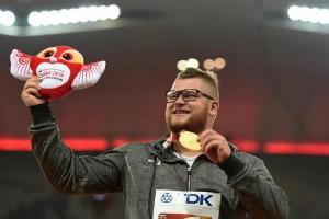 Vince l'oro a Pechino, si ubriaca e paga taxi con medaglia