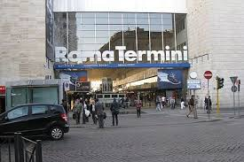 Roma Termini, romeni si fingono agenti e chiedono soldi