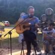 VIDEO Sting suona Every Breath You Take nella sua azienda Il Palagio (Valdarno)