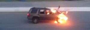 stuntman travolto da auto in fiamme durante show, illeso